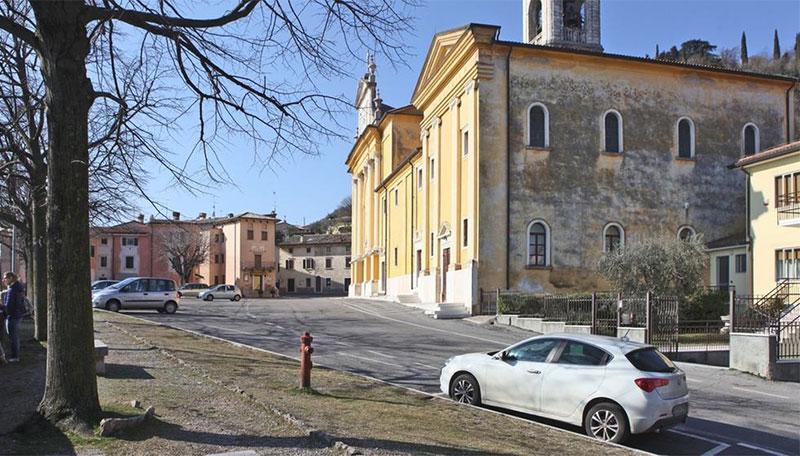 Cavaion. Cantiere in piazza della Chiesa